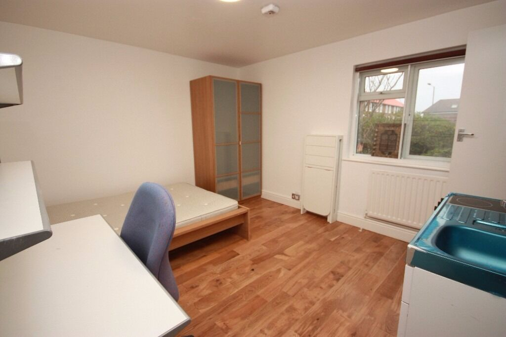Including Bills! A newly converted studio flat located close to zone 2 central Line Stations