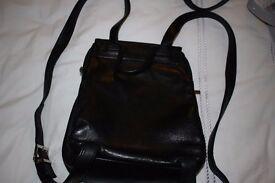LADIES BLACK LEATHER BACKPACK BAG