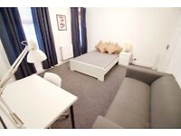 UNIQUE 2-ROOM RENTAL: Beautiful, newly renovated house near to MediaCity, Salford Quays