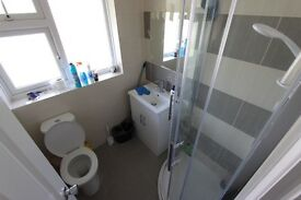 Ensuite Room. AVAILABLE NOW. AL10 Hatfield. Double Room. 2 Bathroom. Close to Shops & Train Station