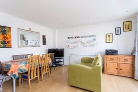 Delightful 2 Double Bedroom Apartment in Sought after development in N7 with ROOF TERRACE