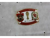 REDUCED TO ONLY £1.99 AUSTRIA V WALES ENAMEL FOOTBALL BADGE Oct 2016 World Cup Qualifier