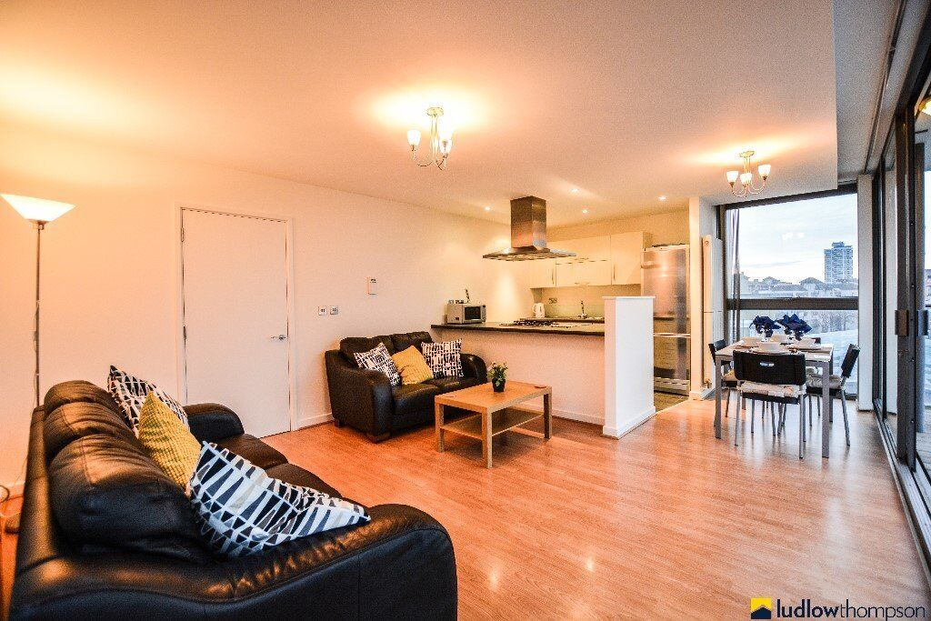 Stunning Refurbished 2 bed 2 bath with a River View Balcony Ready to View Now