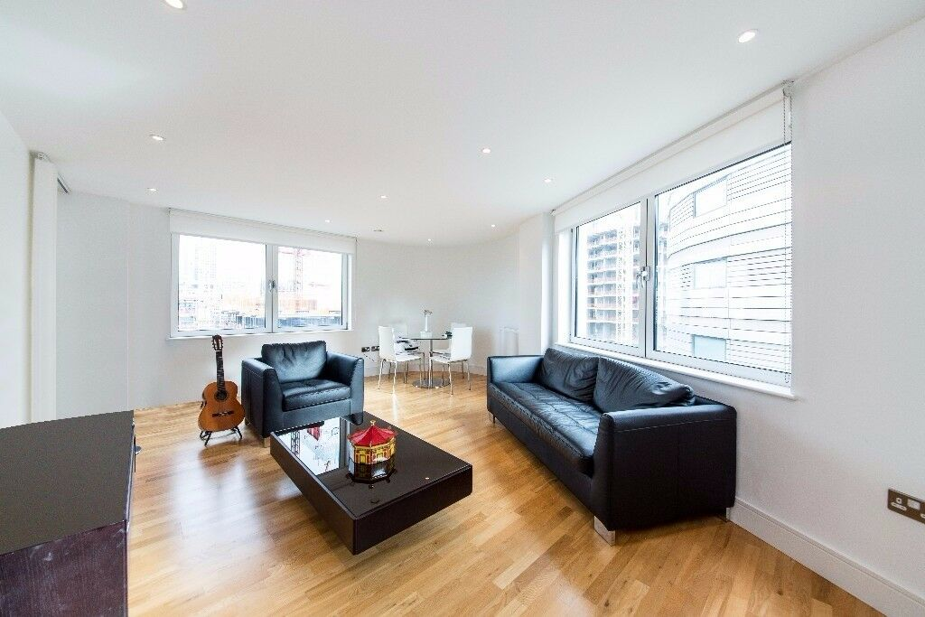 Vacant NOW - 2 bed 2 bath property in so popular INDESCON SQ E14 - heart of Canary Wharf! £465PW JS