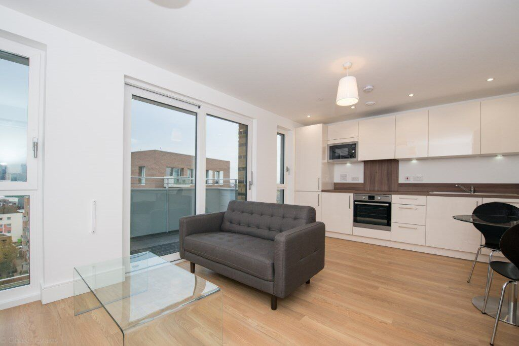 DESIGNER FURNISHED STUDIO SUITE APARTMENT ON THE 9th FLOOR - BROMLEY BY BOW STATION E3!