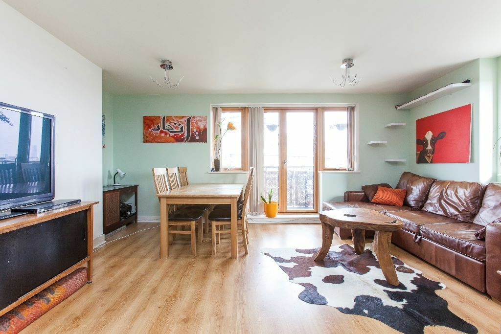 A stunning two bedroom property located just a short walk away from Bethnal green station