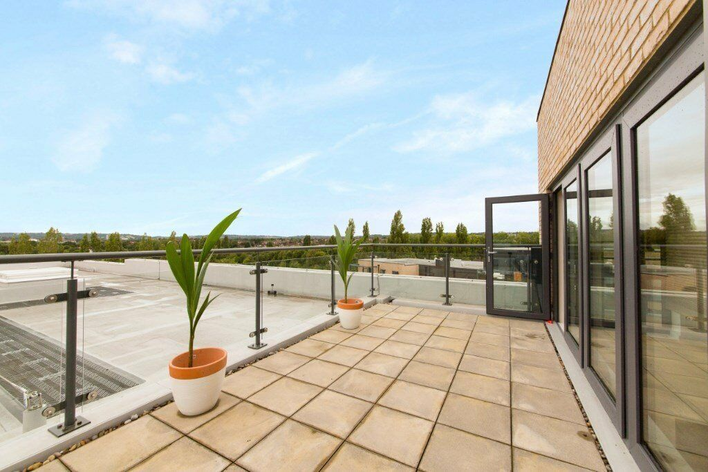 VACANT! - DESIGNER FURNISHED 3 BED 2 BATH APARTMENT WITH BALCONY & PARKING CHARCOT RD COLINDALE NW9