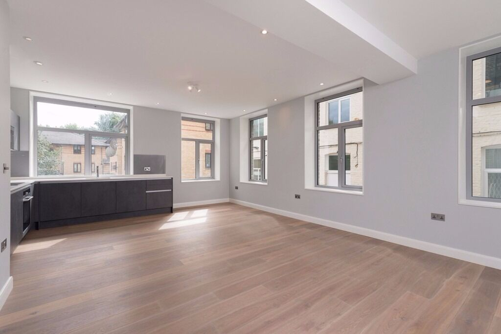NEW BUILT - LUXURY 3 BED 2 BATHS IN TUFNELL PARK - 600 pw