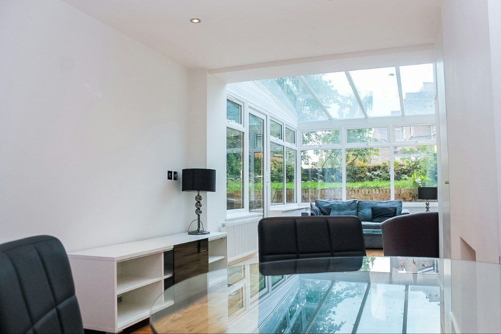 MODERN DESIGNER FURNISHED TWO BEDROOM APARTMENT WITH PRIVATE GARDEN IN WEST HAMPSTEAD NW6 FINCHLEY