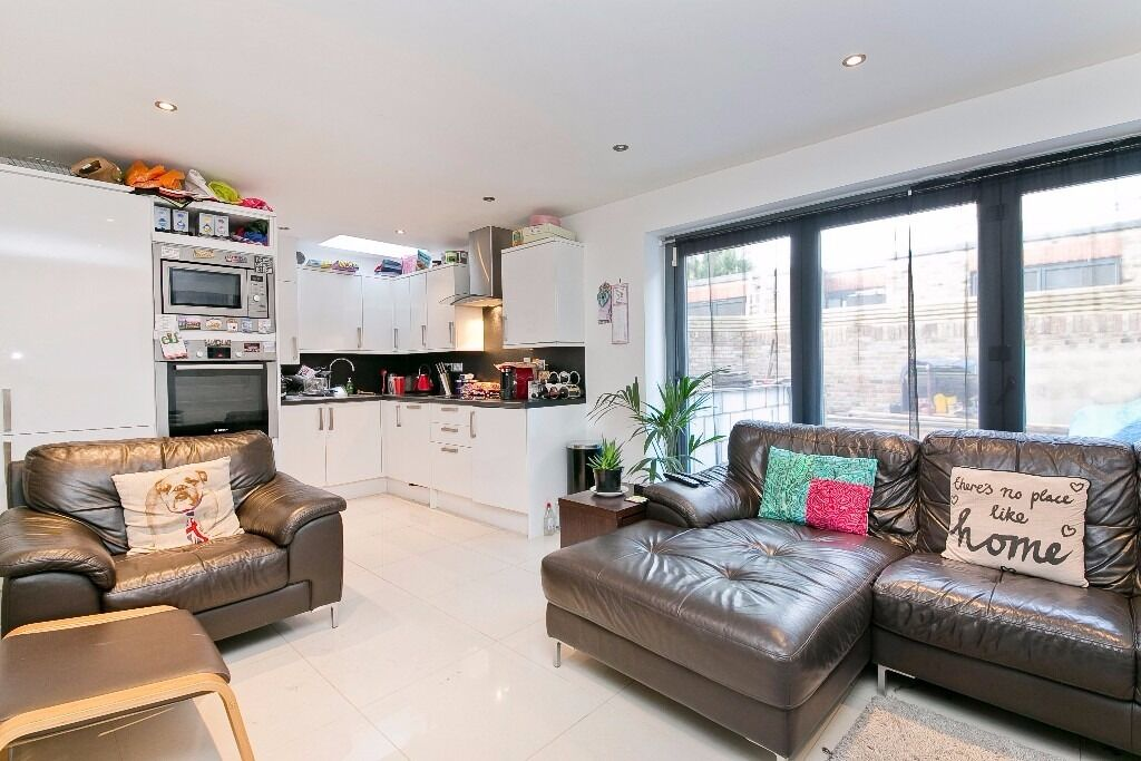 BEAUTIFULLY FINISHED 2 DOUBLE BEDROOM GARDEN FLAT LOCATED WITHIN A SHORT WALK TO CAMDEN TOWN