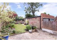 Stunning three bedroom house available to let with conservatory, private driveway, large rear garden