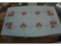 Large tablecloth (white & peach) + 12 napkins
