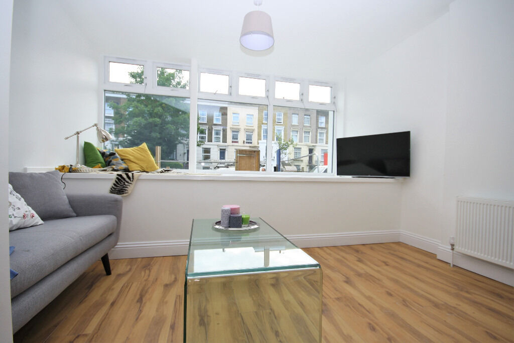 Stunning two bedroom apartment in a converted terrace, only two minutes from New Cross station