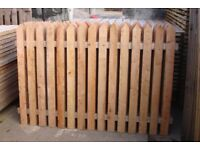 NEW: HEAVY DUTY 4 X 6 PICKET FENCE PANEL A BARGAIN AT £15 EACH