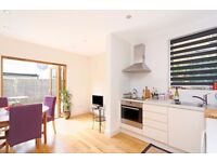 Large 1/2 Double Bed, Parsons Green, Private Decked Garden