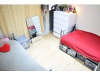 Twin room in lovely house in Tooting. Available now.