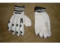 Cricket gloves (SLAZENGER new)