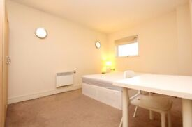 ** AMAING ENSUITE DOUBLE ROOM - MOVE IN TODAY !**