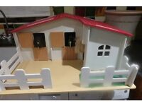 CHILDRENS STABLE WITH HORSES, EASY TO ASSEMBLE