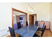 @ TWO BED TWO BATH PENTHOUSE - DIRECT RIVER VIEWS - LARGE TERRACE - CANARY WHARF/ISLAND GARDENS!