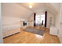 Campden Road - self contained studio flat on very residential road in South Croydon !! With parking