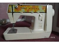 SINGER ELECTRIC SEWING MACHINE. PEDAL IS MISSING.