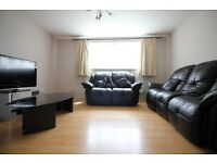 MASSIVE TWO DOUBLE BEDROOM FLAT- HANWORTH HAMPTON FELTHAM HOUNSLOW AREA- PARKING & LOTS OF SPACE