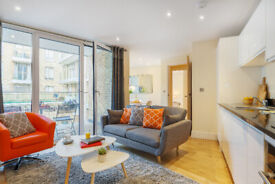 Amazing Two Bed Apartment in Limehouse with Balcony, Minimum Stay 90 Nights