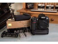 Nikon D700, MB-D10 Grip, 3 x EN-EL3e original Nikon batteries, all boxed