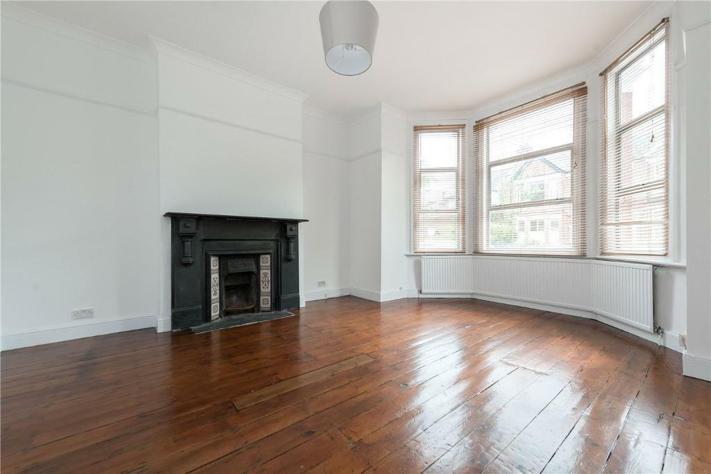 2 bedroom flat in Chandos Road, London, NW2