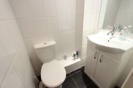 DOUBLE ROOM TO LET. AVAILABLE NOW. Close to Train, shops, amenities,