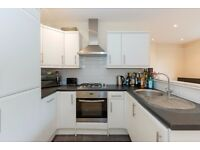 unique THREE BEDROOM apartment - large COMMUNAL GARDEN - Spencer Court, Wandsworth, London SW18