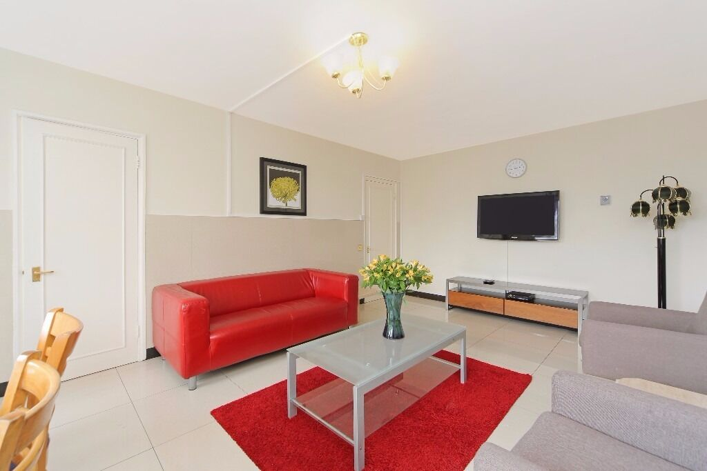 !!!STUNNING 2 BEDROOM FLAT IN THE WATER GARDENS MOMENTS AWAY FROM HYDE PARK, WITH PORTER AND LIFT!!!