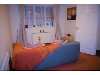 CLEAN AND FAB TOP FLOOR ONE BED FLAT IN GRAYS TO MOVE IN RIGHT NOW!!!