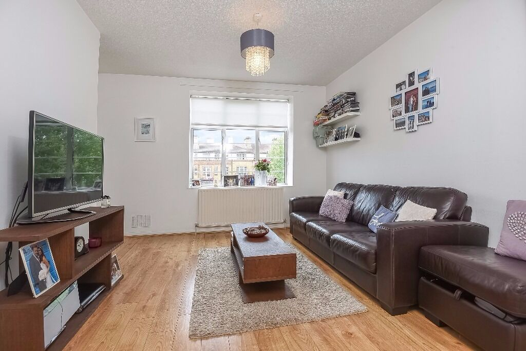 Walker House - A well presented and modern two bedroom split level flat to rent close to River Taxi