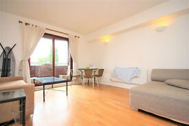 A spacious 3 double bed 3 storey terraced house located by the South Dock Marina and Greenland Pier