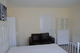 Nice, clean double room in Edgware. Parking place/garden