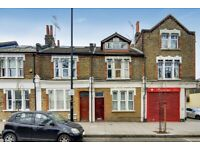Bright & airy spacious 3 bedroom split level flat located on Shacklewell Lane, London E8