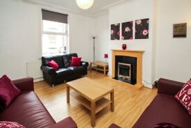 VERY LARGE BILLS INCLUDED ROOM TO RENT 15 MINUTES WALK TO LEEDS BECKETT UNIVERSITY HEADINGLEY CAMPUS