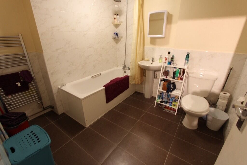 AVAILABLE TODAY! N10 Crouch End. Professional, Modern, Wood Floors, GCH , D/G , DOUBLE ROOMS. AVAIL