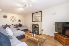 STUNNING TWO BEDROOM FLAT!! MODERN WILL GO QUICK!! GREAT LOCATION!! NEAR STATION!!