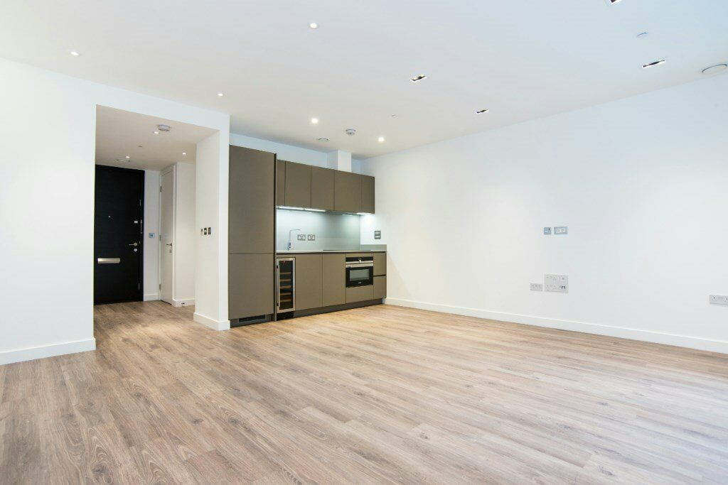 LUXURY UNFURNISHED STUDIO SUITE WITH PRIVATE TERRACE IN GOODMANSFIELD CASHMERE HOUSE ALDGATE E1 CITY