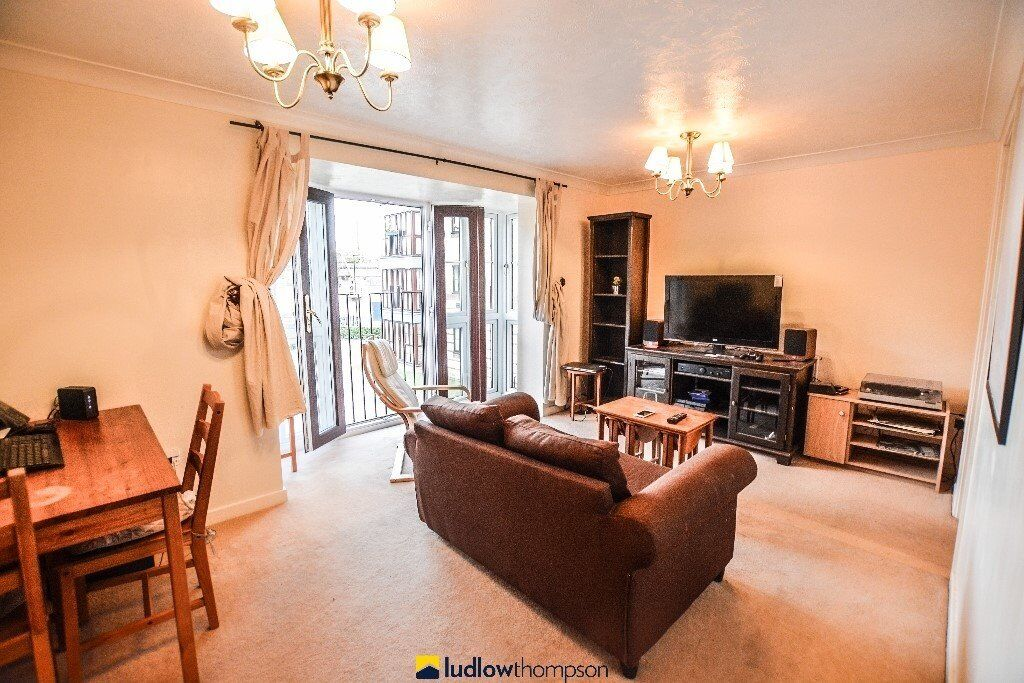 A good sized two bedroom 1st floor apartment with great transport links