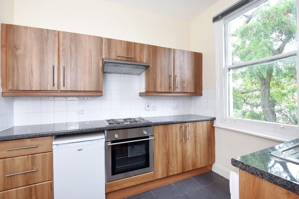 A lovely bright one double bedroom flat to rent located in the heart of South Hampstead.