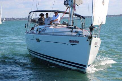 Jeanneau 39i Sailing Yacht - the perfect boat for cruising QLD