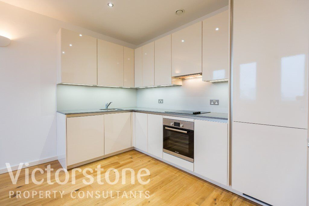 ONE BED FLAT WEST HAM AVAILABLE NOW MODERN NEWLY REFURBISHED STRATFORD CANARY WHARF £288 PW