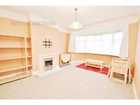 2 bedroom flat in Midhurst Road, Ealing, W13