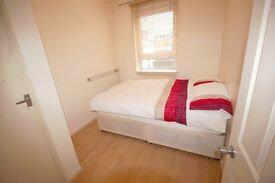 Medium room in the house-LOW DEPOSIT-FREE CLEANING SERVICE-FREE INTERNET-ALL BILLS INCLUDED