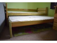 Kids bunk bed with pull-out bed for sale