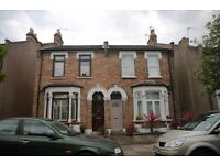 Spacious king size double Bedroom to Rent in semi-detached House Share